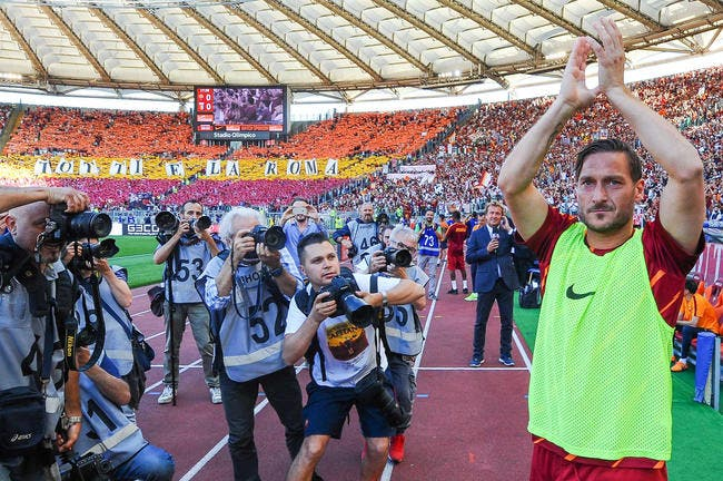 AS Roma : Le monde du foot salue les adieux de Totti