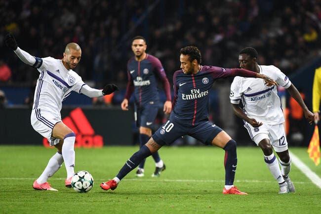 Emery dégonfle la polémique des séances vidéo avec Neymar