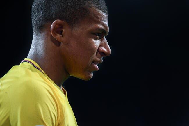 PSG: Mbappé piégé par Thiago Silva avec un faux cadeau