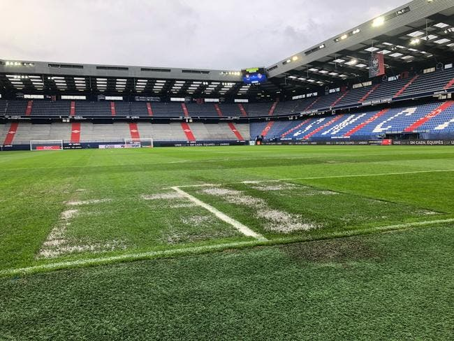 L1 : Caen-TFC reporté, la pelouse est innondée