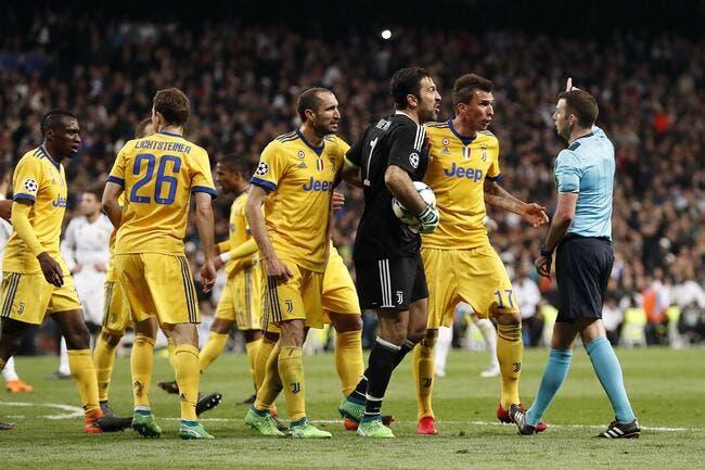 Ita : Buffon prend un rouge par le patron des arbitres italiens