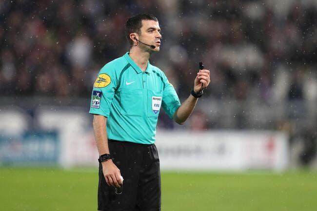 OL : Pierre Ménès détruit l'arbitre de Dijon-Lyon