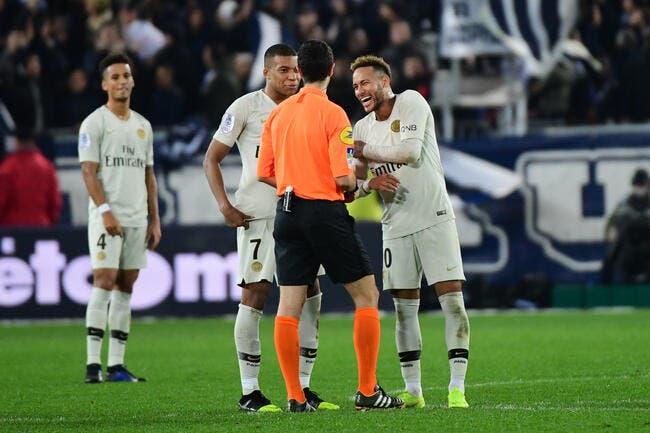 PSG : L'arbitre a oublié deux penalties pour Paris, Ennjimi accuse