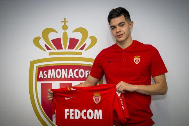 Officiel : Un jeune milieu signe son premier contrat pro