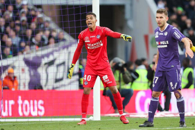 TFC: Alban Lafont dévoile son rêve fou au mercato