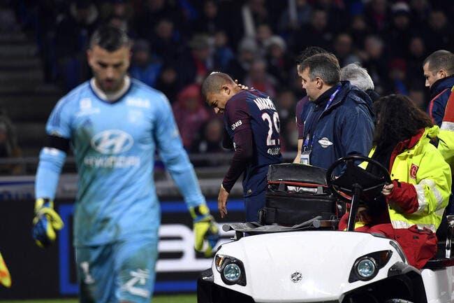 OL-PSG : Mbappé sort sur civière après un terrible choc avec Lopes