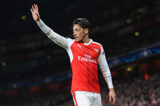 Mesut Özil a prolongé — Arsenal