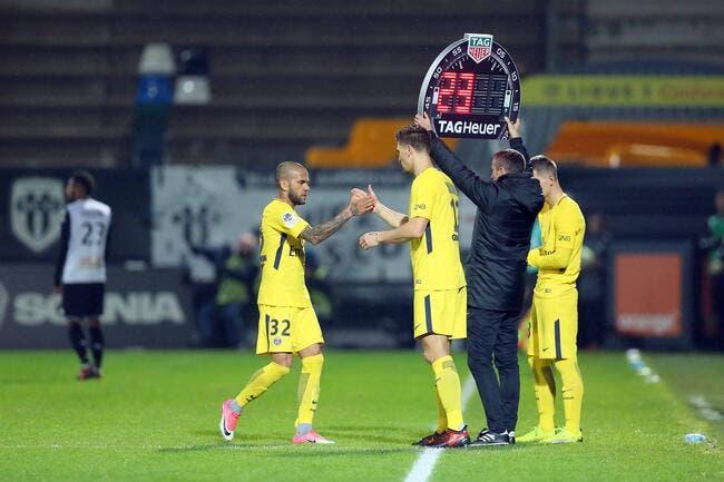 PSG : Daniel Alves est fini, il faut aussi recruter à droite !