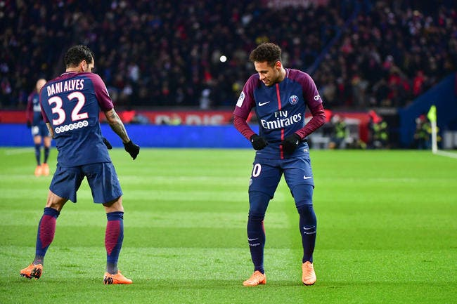 PSG: Dani Alves annonce le moment où Neymar songera à partir