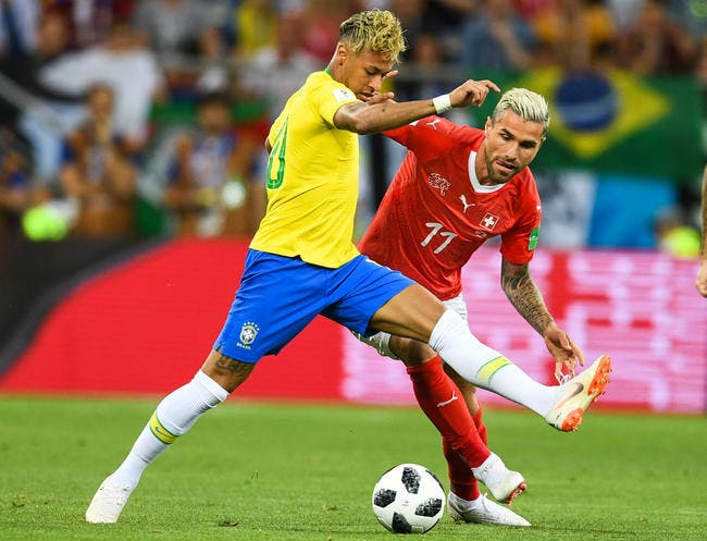 Neymar taillé, Pierre Ménès détruit les «pseudo-spécialistes et anciens joueurs»