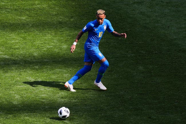 Brésil: La VAR annule un pénalty pour Neymar