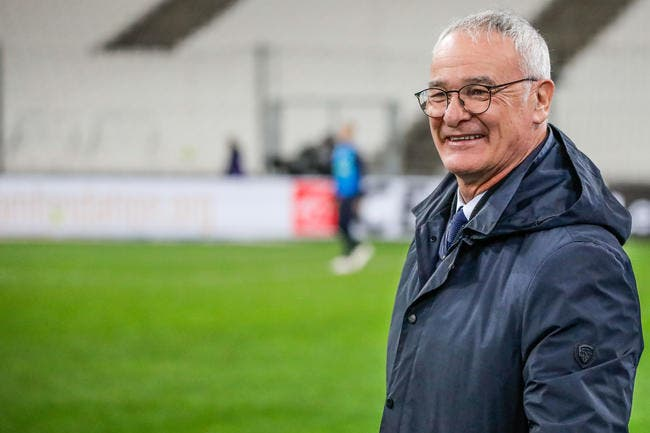 Claudio Ranieri tape du poing sur la table — FC Nantes
