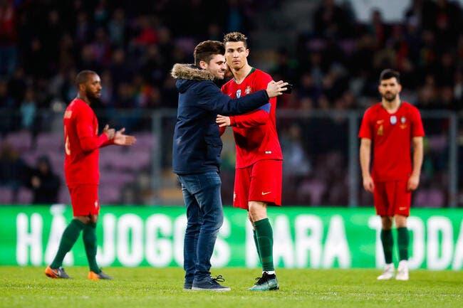 Selfies, câlins... Cristiano Ronaldo sollicité en plein match !