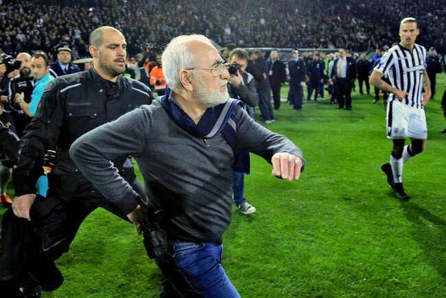 Grèce : Un président armé sur le terrain, les sanctions sont tombées