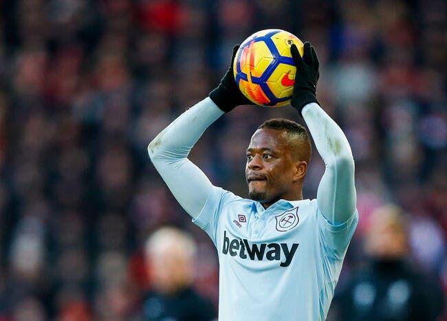 PL : West Ham raccompagne Evra vers la sortie