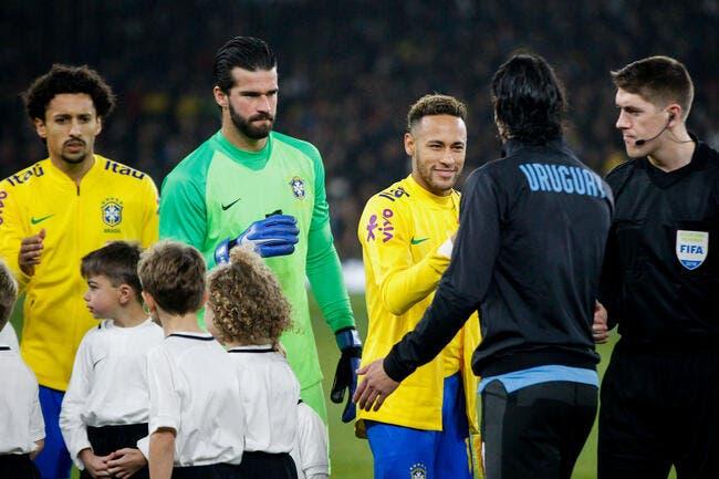 Echange musclé entre Cavani et Neymar en plein match amical — PSG