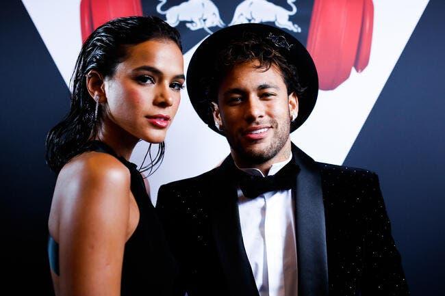 Neymar largue Bruna Marquezine, il est célibataire — PSG