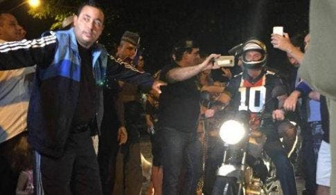 PSG : Un Président avec le maillot de Neymar, l'image fait scandale