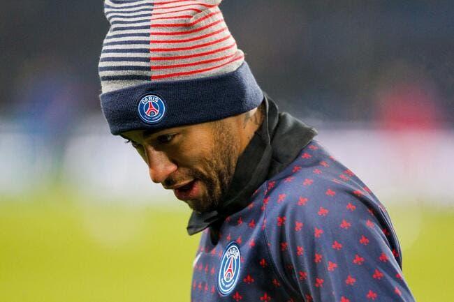 La claque de Neymar a un supporter qui l'insultait