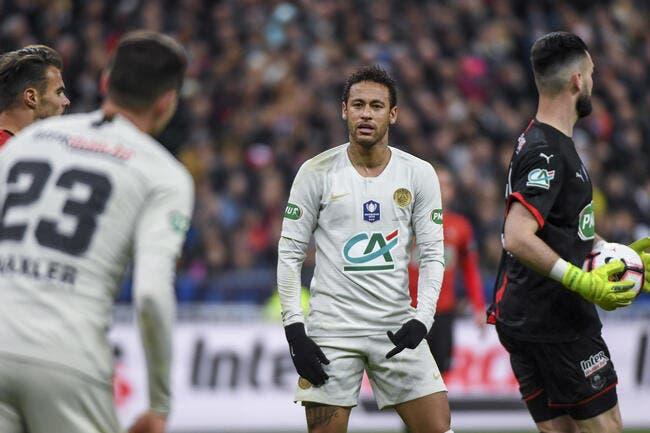 PSG : Neymar tape du poing sur la table, il exige qu'on l'écoute