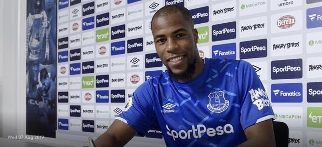 Officiel : Djibril Sidibé prêté une saison à Everton
