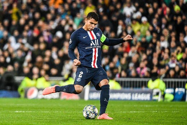 PSG : Thiago Silva s'agace et pointe Leonardo du doigt