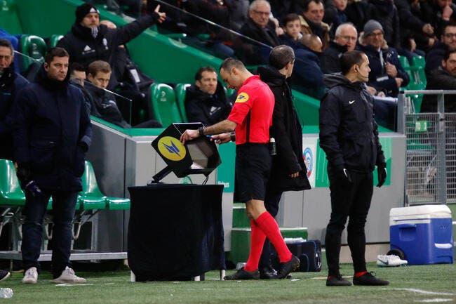 ASSE-RCSA : Avec la VAR, les arbitres sont aveugles balance Riolo