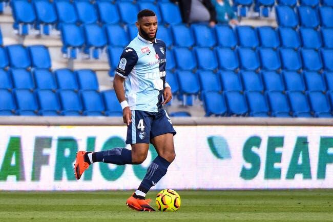 OL : Lyon prêt à défier toute l'Europe pour ce défenseur placardisé !