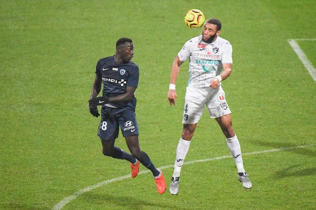 Mercato: OL, Bordeaux, une recrue avant jeudi minuit en défense?