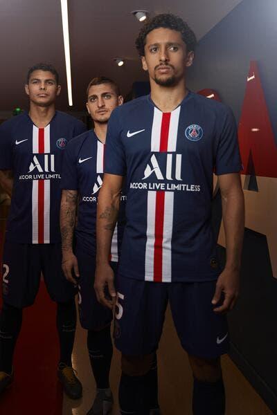 Officiel: Le PSG dévoile son nouveau maillot… avec Neymar