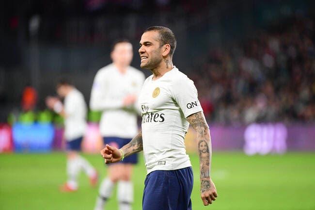 Les négociations pour une prolongation de contrat de Dani Alves continuent (Goal)