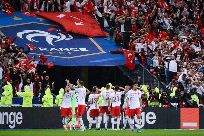France-Turquie : Le salut militaire de sortie, l'UEFA pourrait frapper fort