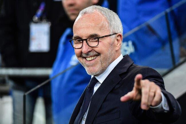 OM : Gilles Favard tape du poing sur la table face à McCourt
