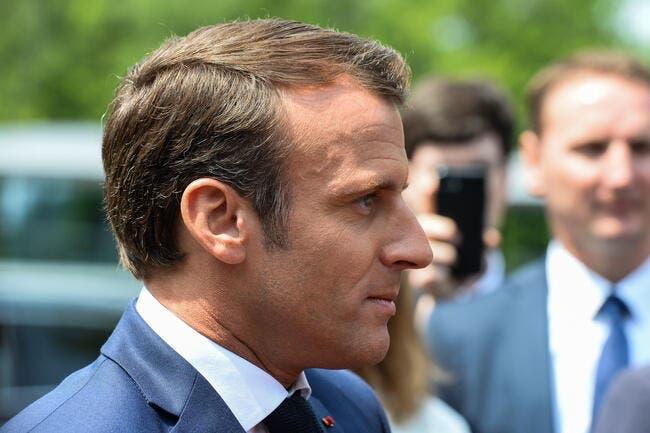 Emmanuel Macron met un coup de pression au football européen
