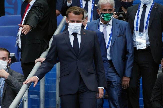 OL-PSG : Macron se régale avec le foot, il n'est pas gêné