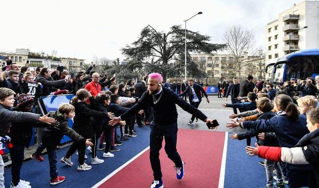 WTF : Neymar a les cheveux roses pour PSG-Montpellier !?!