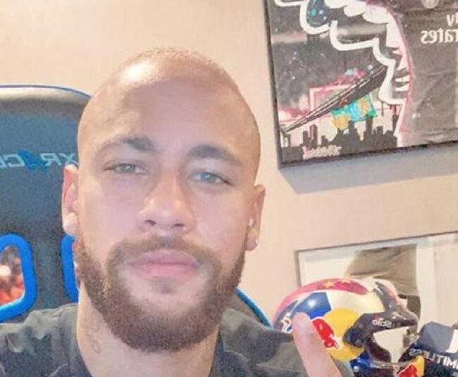WTF : Après les cheveux roses, la boule à zéro pour Neymar