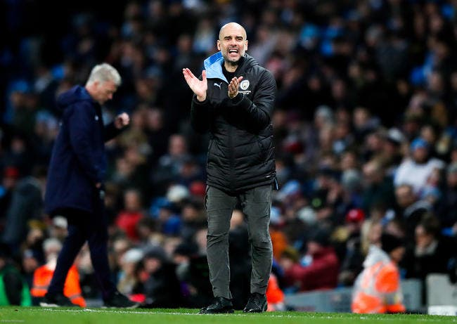 Ang: Guardiola met ses joueurs à genoux devant Liverpool