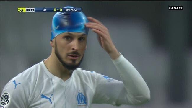 OM : Benedetto joue avec un bonnet de bain contre Amiens, Twitter se marre
