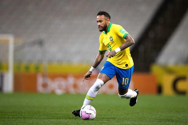 Neymar marque un triplé et dépasse Ronaldo — Brésil