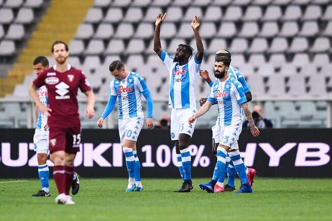 Ita : Naples gagne, la Juventus et Milan tremblent