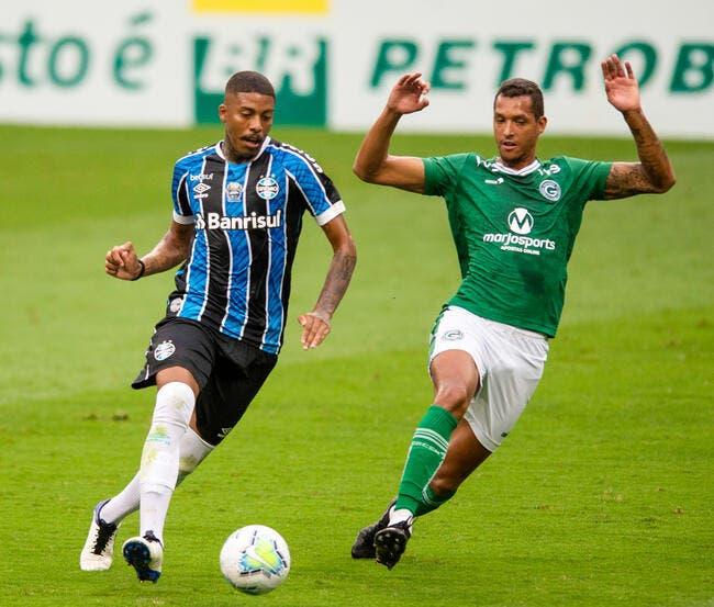 OL : Juninho fonce sur un défenseur de D2 brésilienne