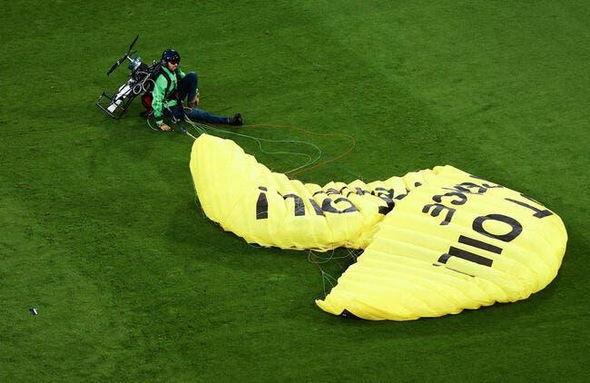 Euro 2021 : Le fou volant de Greenpeace a failli se faire abattre !