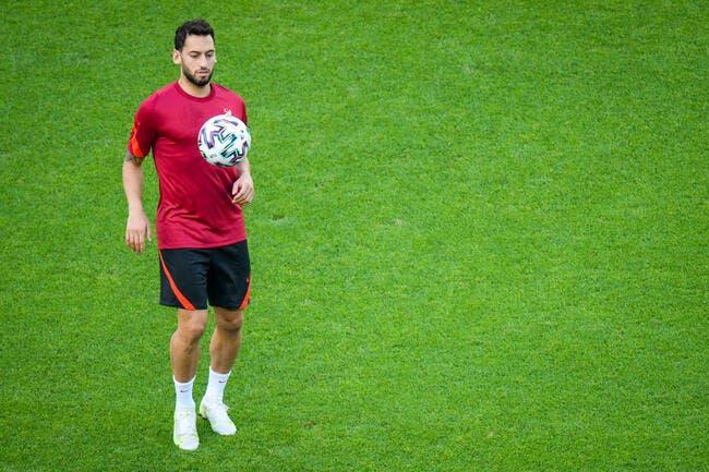 Officiel : Calhanoglu quitte le Milan pour l'Inter