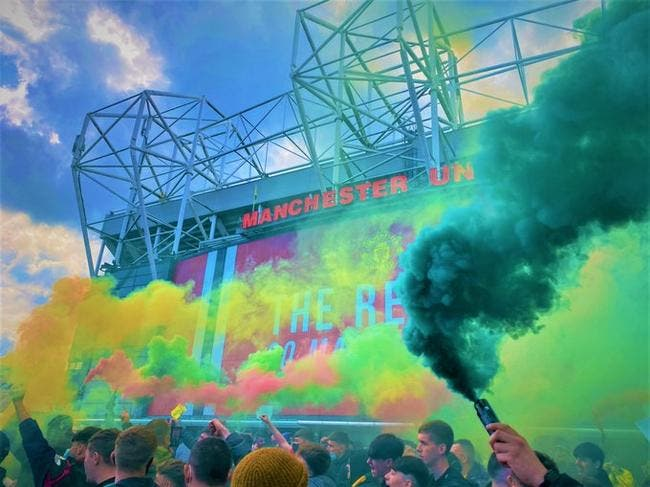 Man United : Les supporters envahissent Old Trafford !