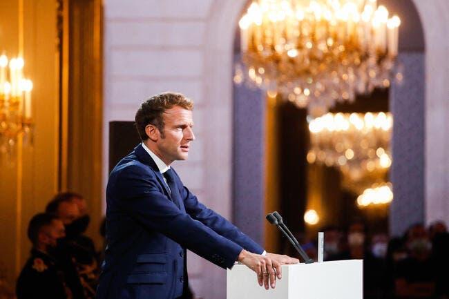 Bernard Tapie : Emmanuel Macron brandit la Ligue des champions