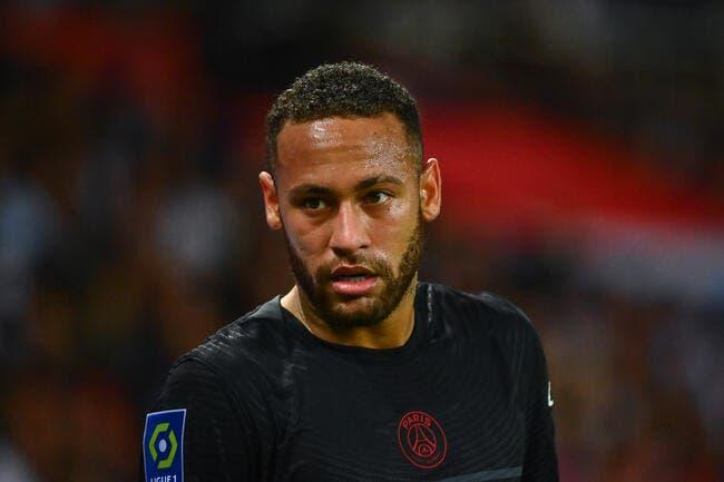 Neymar quitte le Brésil, c'est la fête au PSG !