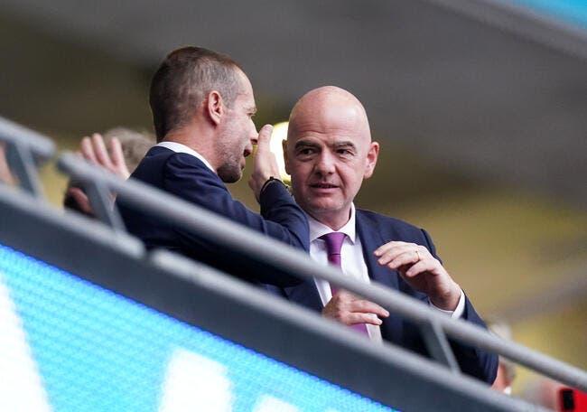 CDM : Wenger a craqué, l'UEFA hallucine