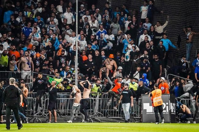 Angers-OM : Bagarre entre supporters sur le terrain !