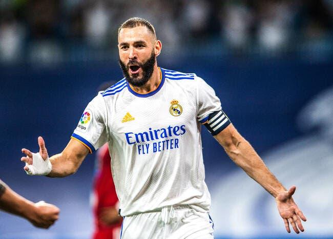 Karim Benzema Ballon d'Or, un supporter entre sur le terrain !
